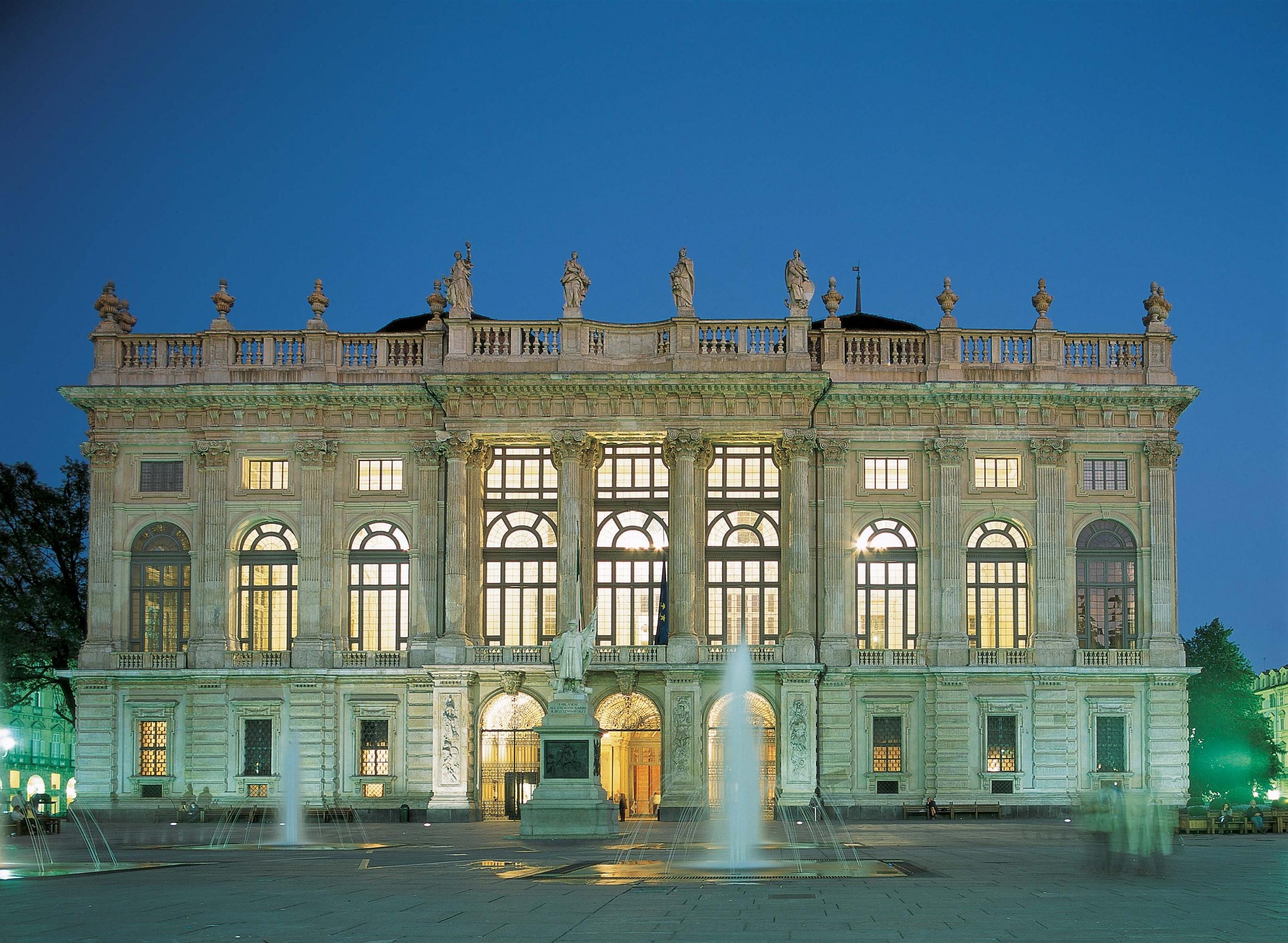 Torino e le regge sabaude cube travels for Palazzo villa torino